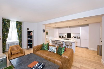 Deluxe Two Bedroom Apartment (Lower) - Rutland Residence